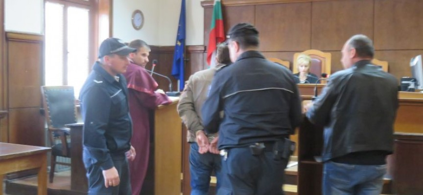 Фермерът от марихуанените оранжерии в Синитово остана в ареста
