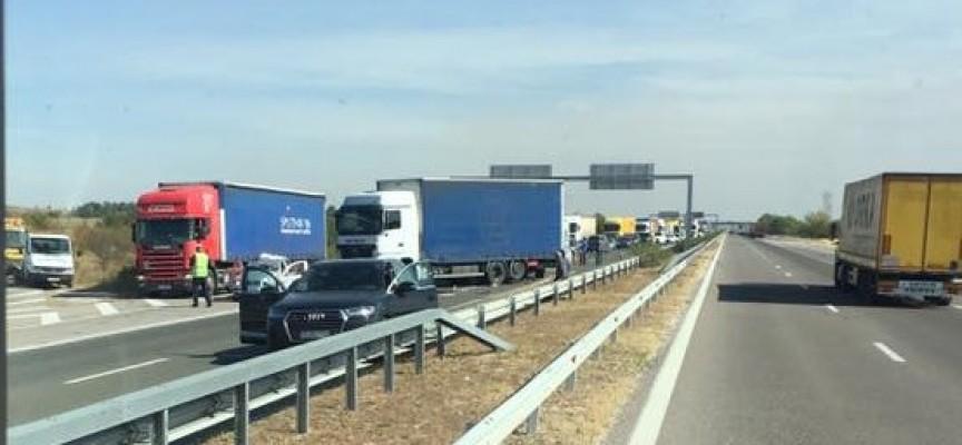 Катастрофа отново задръсти магистралата, 90 км. в посока София