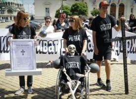 УТРЕ: Майките на деца с увреждания затварят пътя за Панагюрище