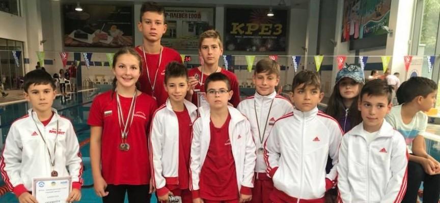 """6 медала за плувците на """"Шампион"""" в Плевен"""