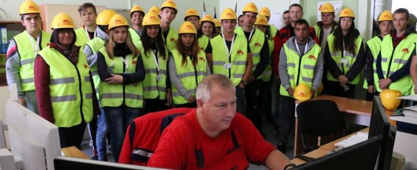 """Нови 25 ученици прекрачиха прага на  """"Асарел-Медет"""" по програмата за дуално обучение"""