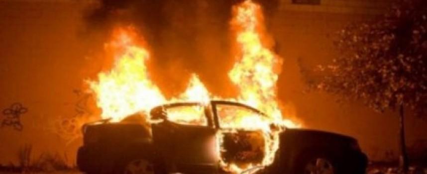 Лек автомобил горя във Велинград