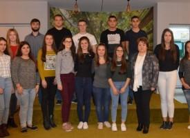 """Панагюрище: 18 гимназисти получиха стипендия от фондация """"Асарел"""", вижте кои са те"""