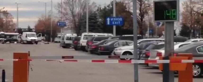 Търсят се собствениците на 14 автомобила изоставени на софийското летище