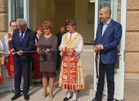 Пещера: Кметът Николай Зайчев, Цветан Цветанов и Десислава Костадинова откриха Центъра за административно обслужване и обновената сграда на общината