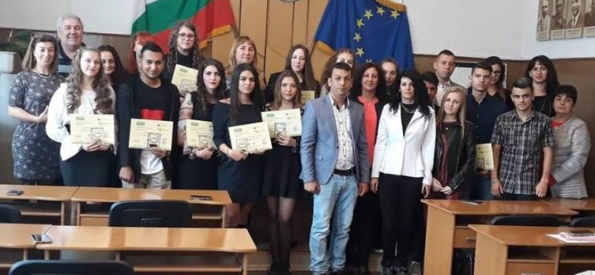 """11 гимназисти от Ракитово станаха """"мениджъри"""" за един ден"""
