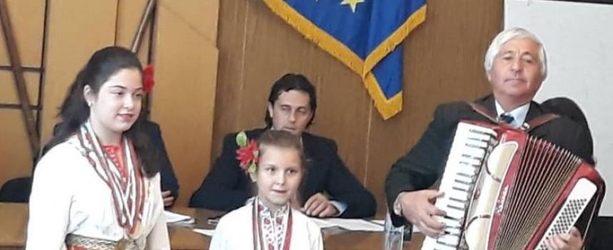В навечерието на Деня на будителите: Връчиха грамоти на маестро Никола Янев-Чоли за принос