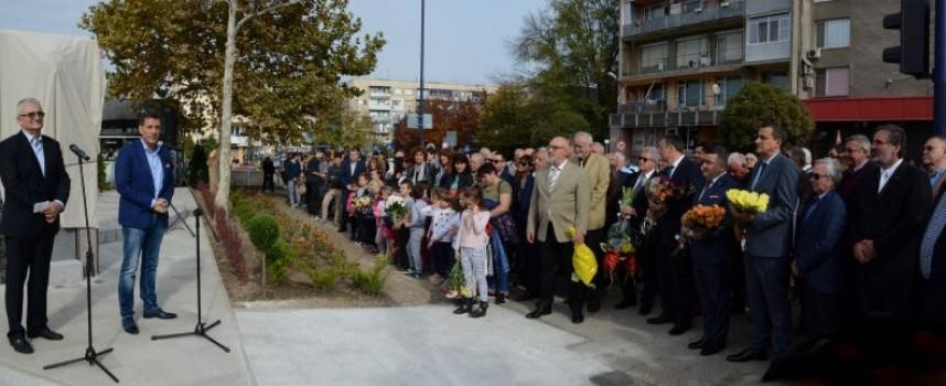 В Деня на народните будители: Откриха паметника на Захари Стоянов