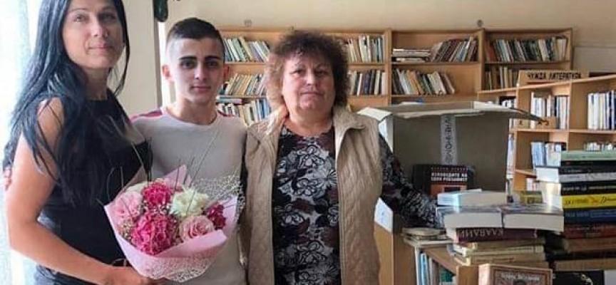 Читателска връзка: Благодарим на Кирил Балдев за дарението от 300 книги