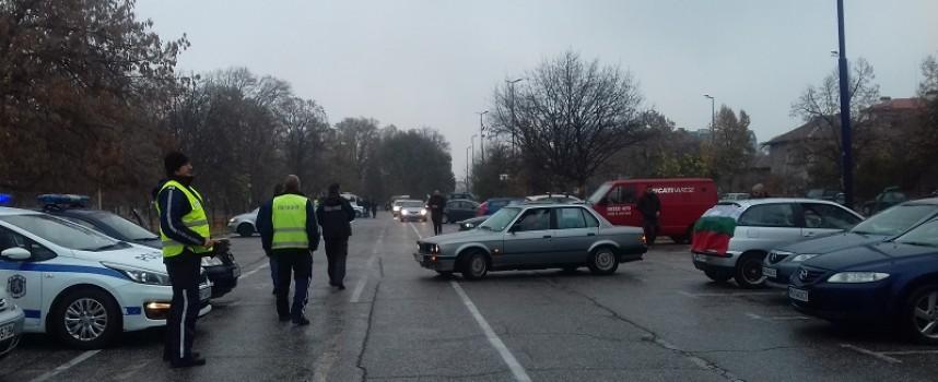 Полиция съпровожда протестиращите в Пазарджик, Велинград и Панагюрище, 250 коли поеха към София