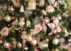 Къщовница: Новите тенденции в украсяването на елхите включват цветя и пеперуди