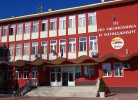 Ученически екип от Гимназията по икономика създава образователно приложение, пътуват до Кочани