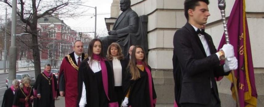 """СУ""""Св. Климент Охридски"""" отбеляза 130 години от създаването си, Симеон Евстатиев получи дипломата си за професор"""
