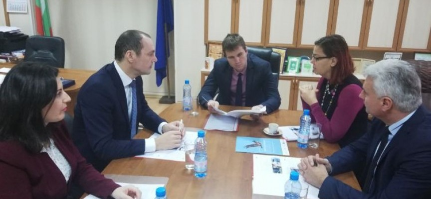 Областният управител постави въпроса за елзахранването на вилните зони пред шефа на  EVN за България Робърт Дик