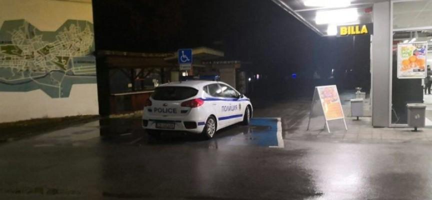 Невероятно, но факт: Полицията глоби полицай, паркирал на място за инвалиди служебната си кола