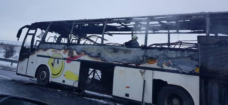 """Автобус пламна на АМ """"Тракия"""" всички пътници са спасени"""