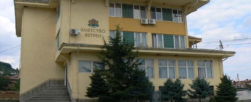 """Площадът пред кметството на Ветрен ще се казва """"Георги Лютаков"""""""
