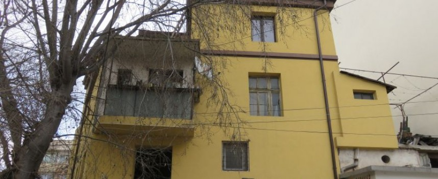 Неволният убиец е събирал картони, жилището му било замляно с тях