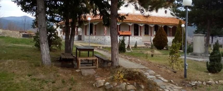 Не гори Калугеровският манастир, а стара постройка