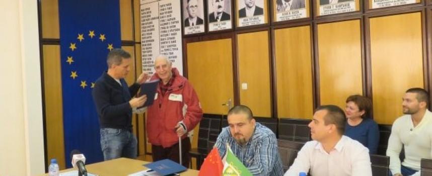Борис Резов с награда за рождения си ден, пожела си пак да изберем същия кмет