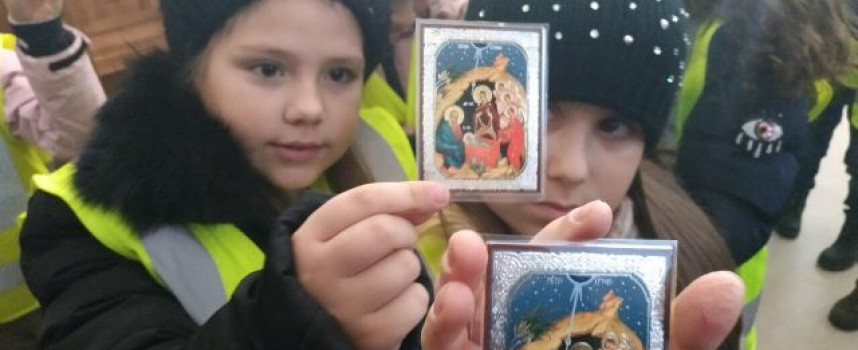 Преди Рождество: Децата от ДПУ посетиха православните храмове