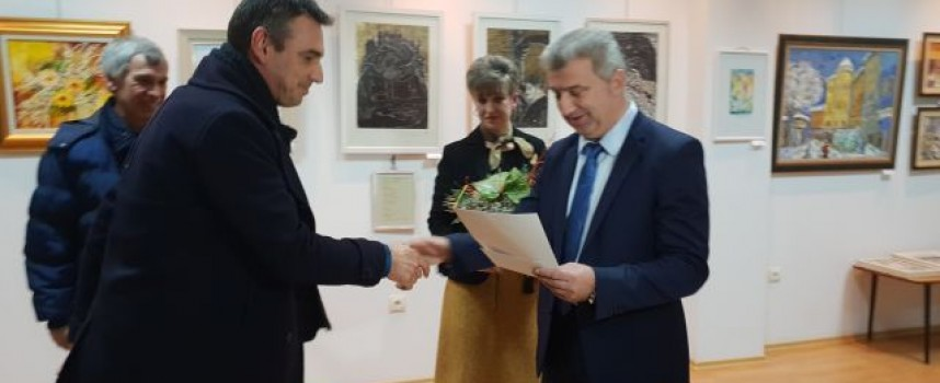 Пещера: Никола Руков бе отличен за постижения на годишната изложба на художниците
