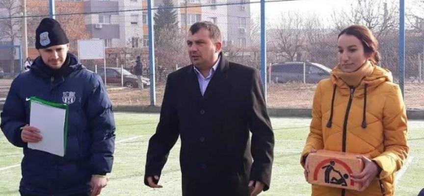 15 отбора се включиха в благотворителния футболен турнир в Септември