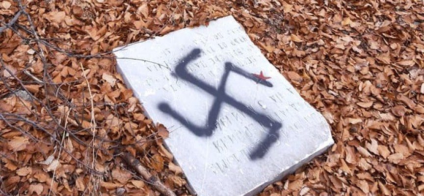 Поругаха паметника на лобното място на Вела Пеева