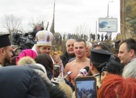 16-годишен плувец хвана кръста на Богоявление, за първи път в Марица скочи и момиче