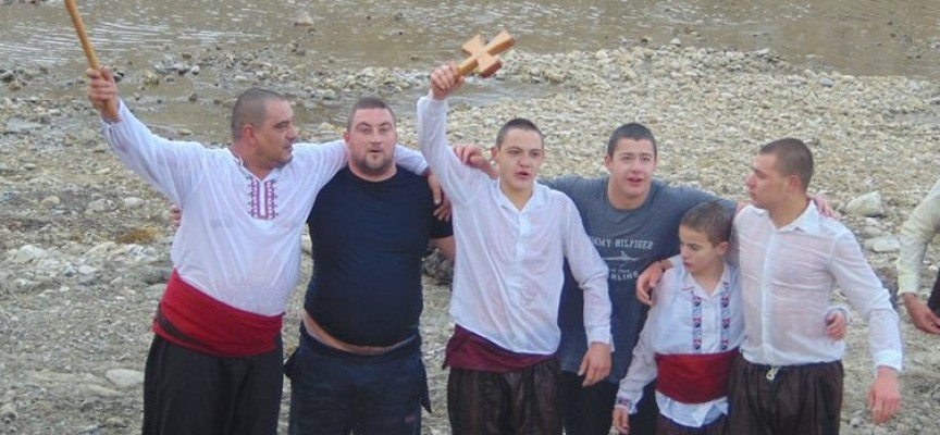 16-годишният Стефан Симонов спаси кръста в Калугерово