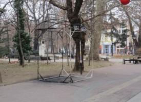 Вандали запалиха павилион за сладолед в Градската градина