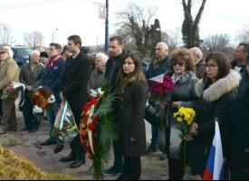 Пазарджик се поклони пред паметниците на освободителите