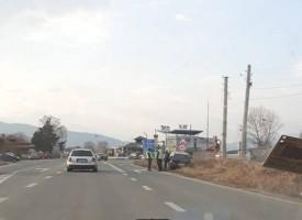 Бърз шофьор нацели пътен знак край Септември