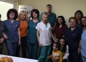 "Кметът Тодор Попов посети Родилното на МБАЛ ""Здраве"", честити на лекарки и акушерки"