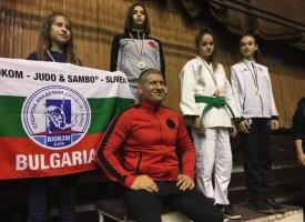 Звезделин Илиев и Надя Джимова със злато, Мария Малинова със сребро, а Емил Вълчев с бронз от Държавното по джудо