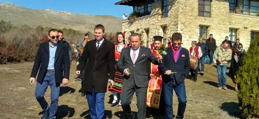 Огняново: Кмет и областен зарязаха лозята на Беса Валей