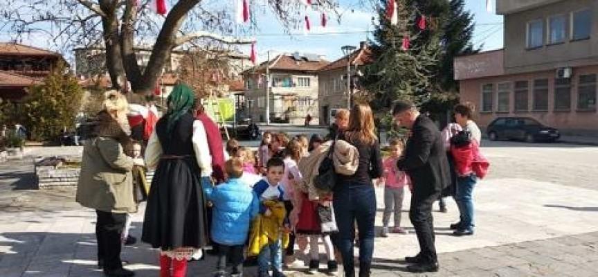Баба Марта се разшета и в Брацигово в Деня на самодееца