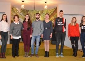 """Панагюрище: 13 гимназисти със стипендии от фондация """"Асарел"""""""
