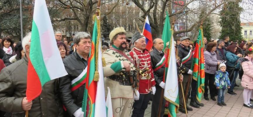 """Пазарджик: Тържествен концерт за празника се състоя на пл. """"Константин Величков"""""""