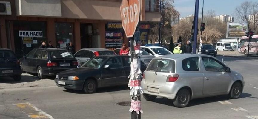 Възрастна пешеходка пострада днес, пресичала е неправилно