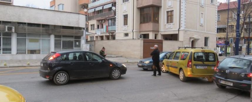 """Леко ПТП затвори за кратко кръстовището на бул. """"Ал. Стамболийски"""" и """"Хан Крум"""""""
