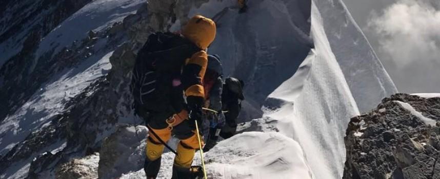 Мъртви тела се появяват на Еверест заради топенето на глетчерите, сред тях и трима българи