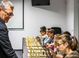 Панагюрище: Сеанс от международните майстори Димитър Лалев и Атанас Димитров, над сто деца ще участват в шахматния турнир