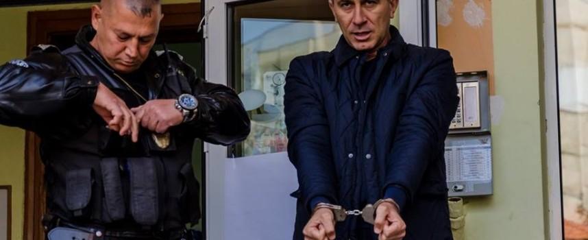 """Гласът на ОДМВР се озова с белезници по време на демонстрация в НУ""""В.Левски"""""""