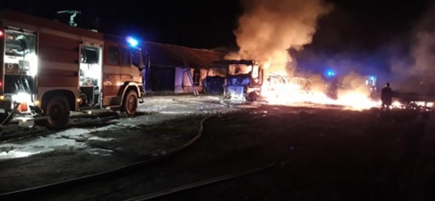 Два ТИР-а с разредители горяха в Азмъка