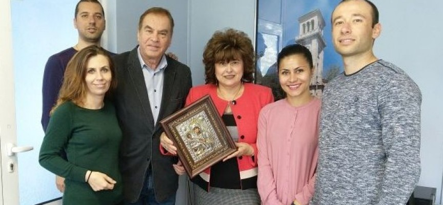 Д-р Дончо Баксанов бе поздравен от ГЕРБ Пазарджик за своя 70 годишен юбилей