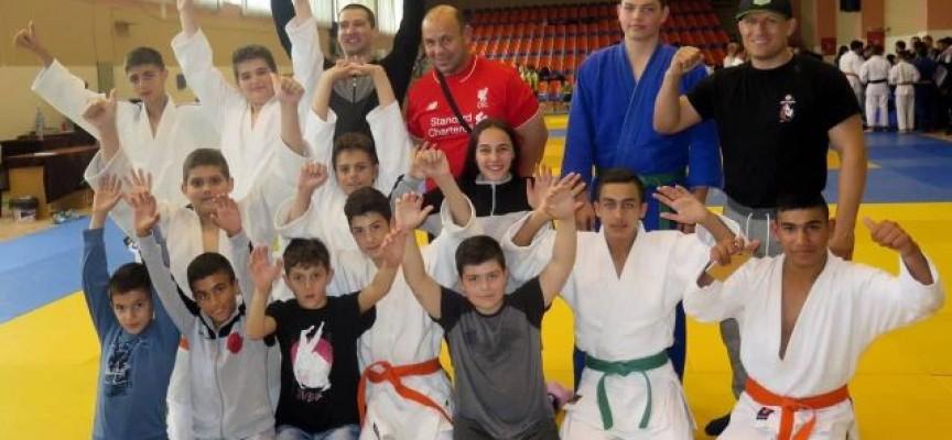 Три титли и четири бронзови медала от Държавното по джудо за Спортното училище