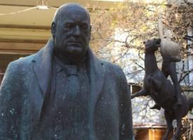 """В Деня на лъжата: Паметник на Бойко Борисов се появи на пл. """"Гарибалди"""""""