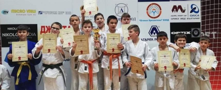 """Джудистите на """"Кодокан"""" са шампион на България"""