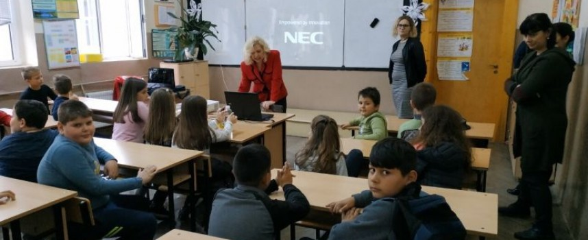 Децата от ДПУ се срещнаха с представители на Районен център – 112 в Кърджали